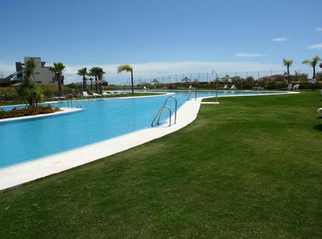 Venta de productos qu micos piscinas sevilla for Construccion de piscinas en sevilla