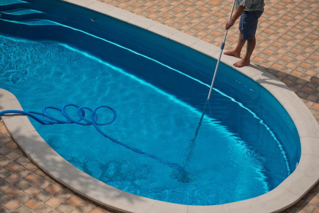 Qué limpiafondos comprar para tu piscina